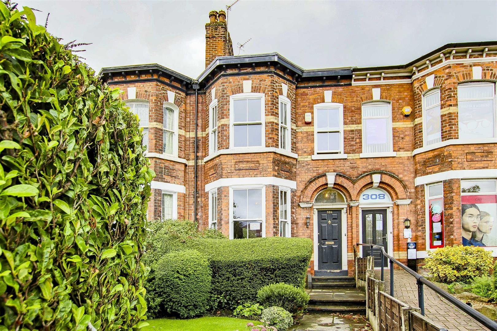 5 Bedroom Terraced House For Sale - Main Image